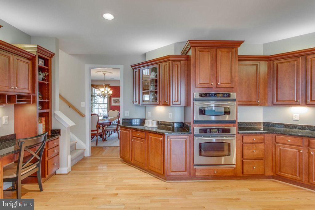 Gourmet Kitchen w/ Advantium speedcooker microwave - 42760 RIDGEWAY DR, BROADLANDS