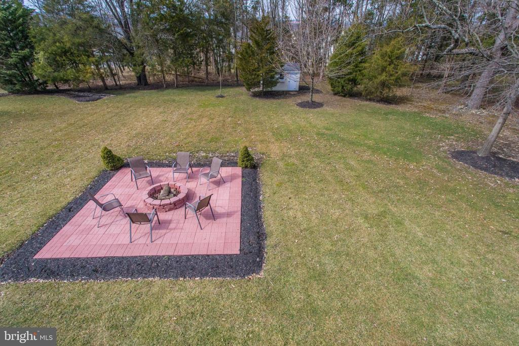 A perfect fire pit for your s'more nights! - 42760 RIDGEWAY DR, BROADLANDS