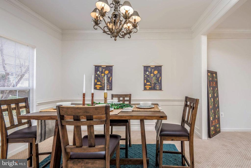 Enjoy a family meal together - 17 HEATHERBROOK LN, STAFFORD
