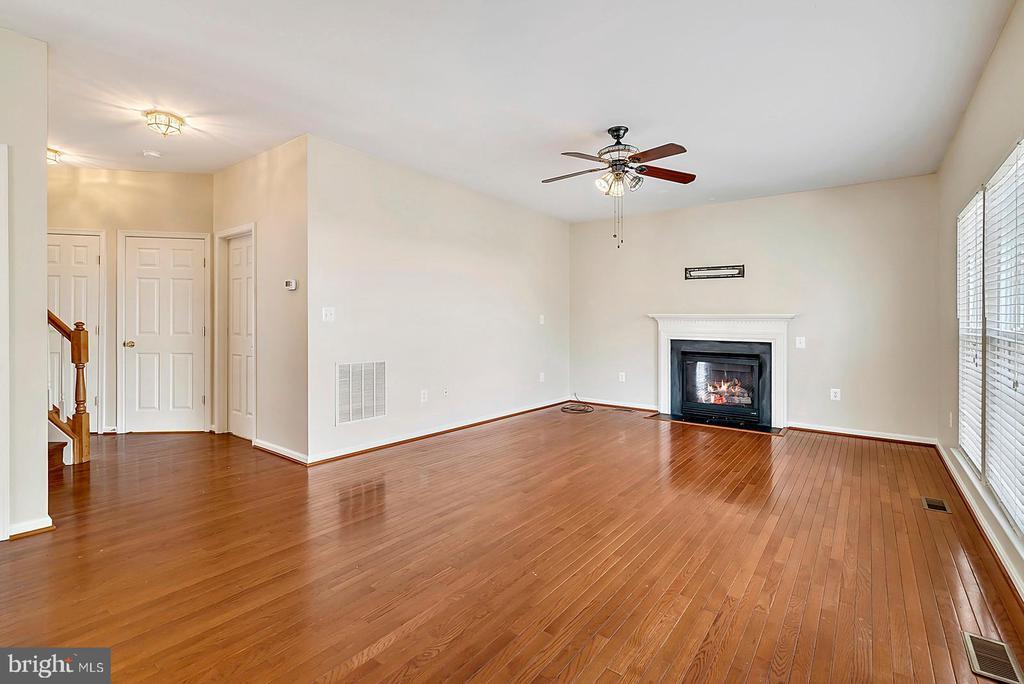 Large Living Room w/ Gas Fireplce - 62 CHADWICK DR, STAFFORD