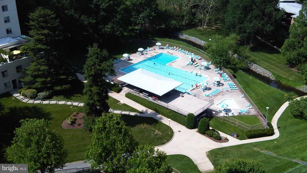 Pool with Covered Pavillion - 10201 GROSVENOR PL #818, NORTH BETHESDA