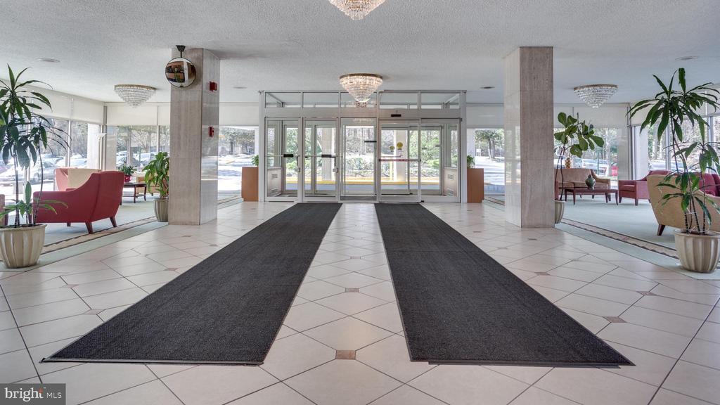 Gracious Lobby - 10201 GROSVENOR PL #818, NORTH BETHESDA