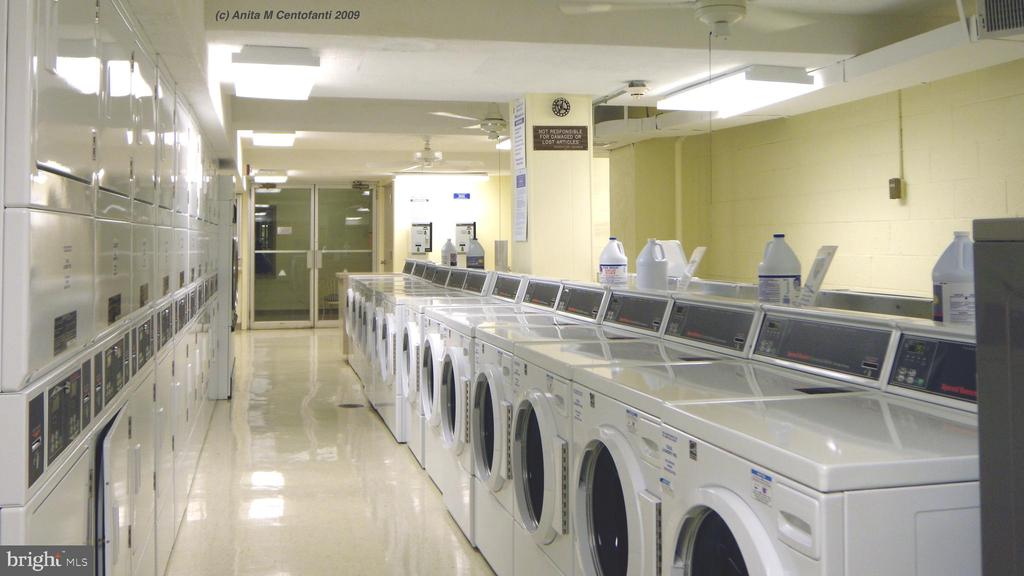 24/7 Community Laundry - 10201 GROSVENOR PL #818, NORTH BETHESDA