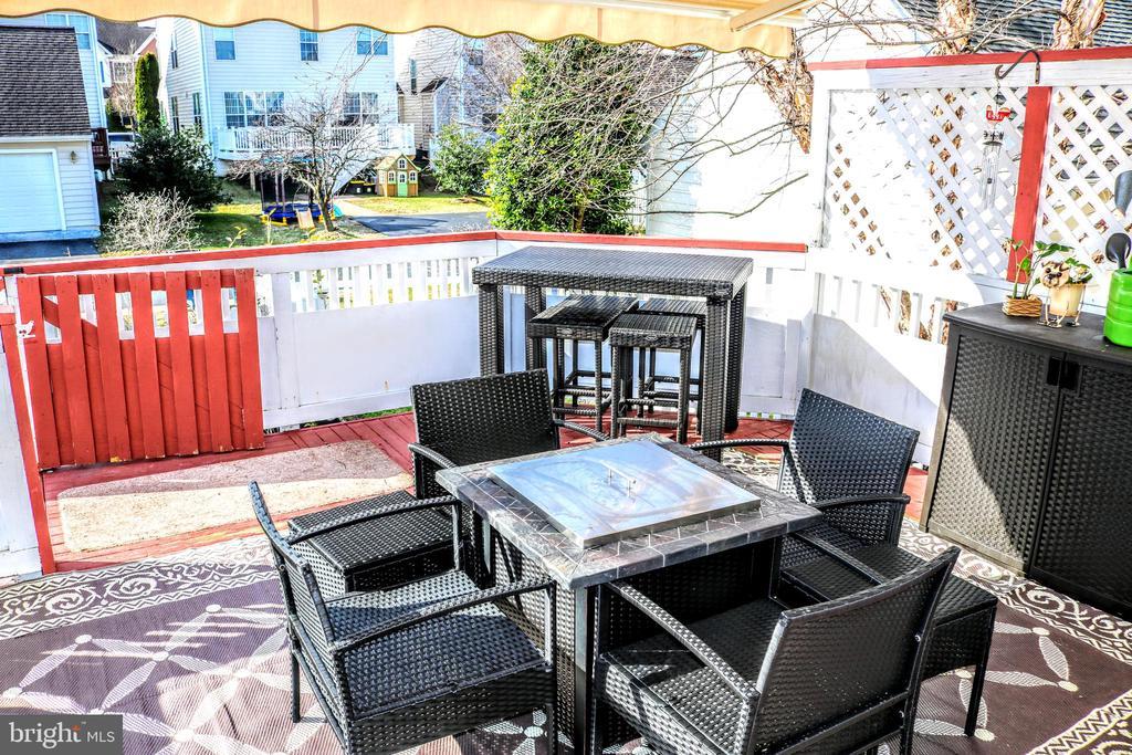 Backyard Deck - 42713 CENTER ST, CHANTILLY