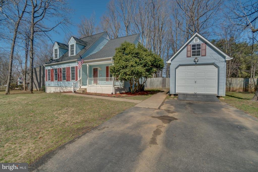 Home and Garage has more space than it looks like! - 22 KELLY WAY, STAFFORD