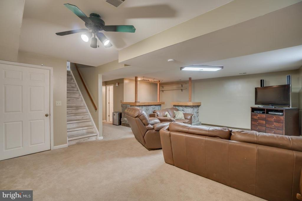 Spacious Rec Room in the Basement with a bar - 22 KELLY WAY, STAFFORD