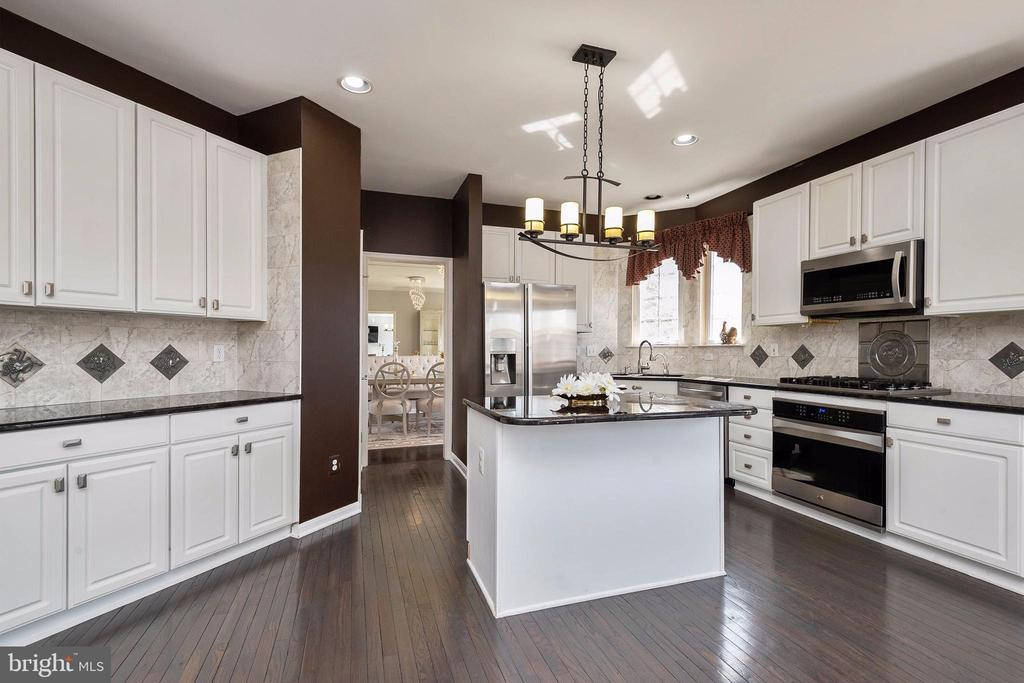 So much storage & counter space in the kitchen. - 8153 SILVERBERRY WAY, VIENNA