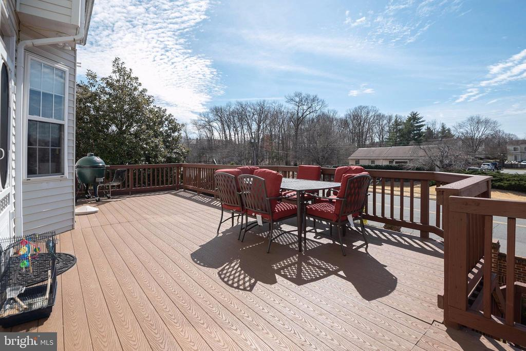 Trex flooring for a  low maintenance deck. - 8153 SILVERBERRY WAY, VIENNA