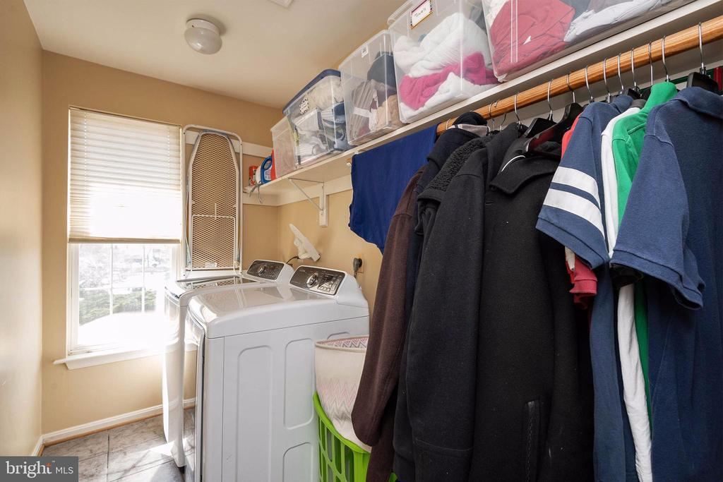 Laundry located on the upper level. - 8153 SILVERBERRY WAY, VIENNA