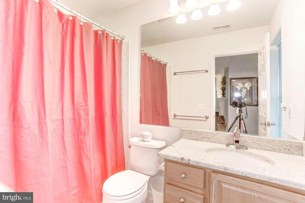 Basement 1 full bathroom - renovated - 6393 HAWK VIEW LN, ALEXANDRIA