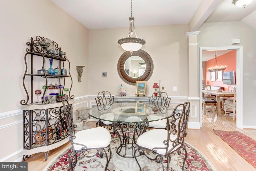 Top Quality upgrades and appointments - 6393 HAWK VIEW LN, ALEXANDRIA