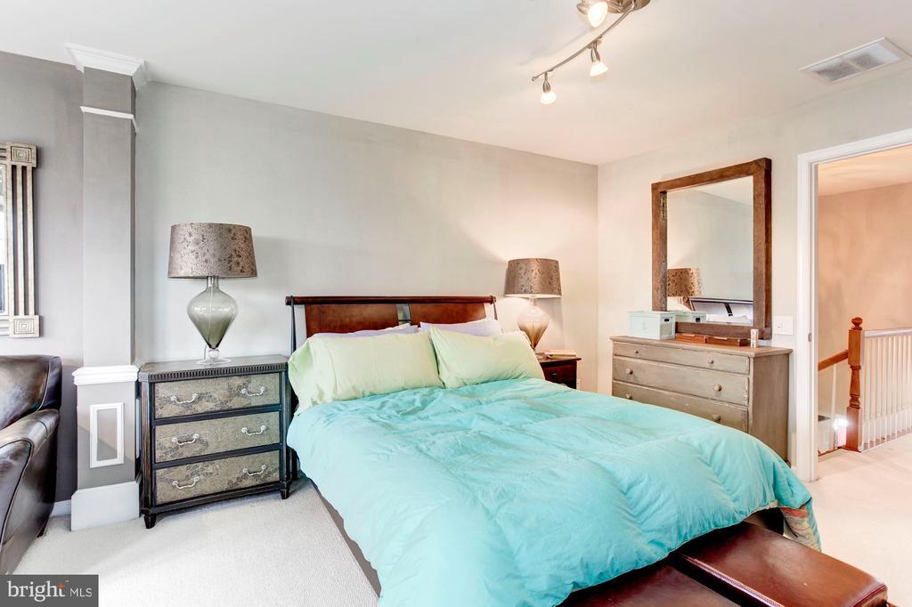 Bright and Spacious Master Bedroom - 6393 HAWK VIEW LN, ALEXANDRIA