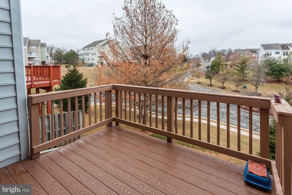 The Family Room leads to the upgraded deck - 6393 HAWK VIEW LN, ALEXANDRIA