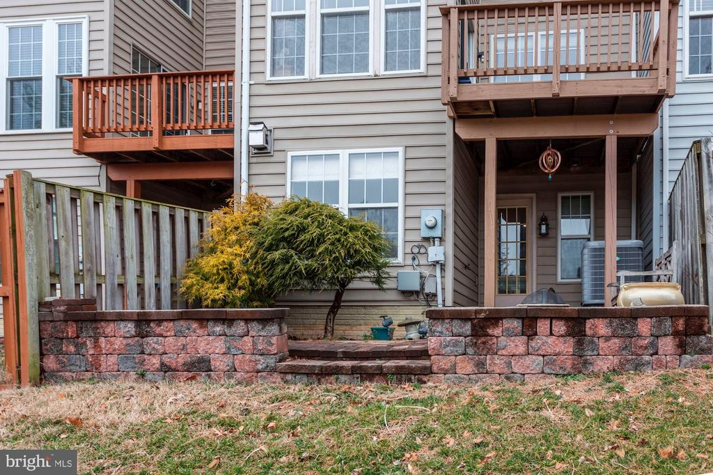 Lots of space for patio furniture - 6393 HAWK VIEW LN, ALEXANDRIA