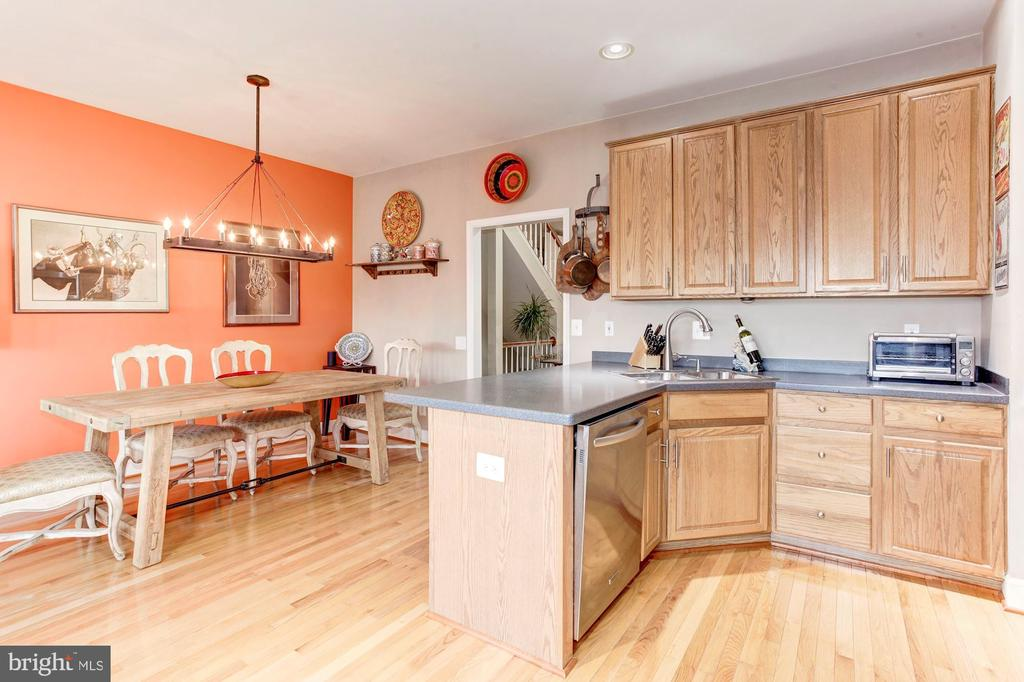 Lovely place to cook, entertain. A cozy area - 6393 HAWK VIEW LN, ALEXANDRIA