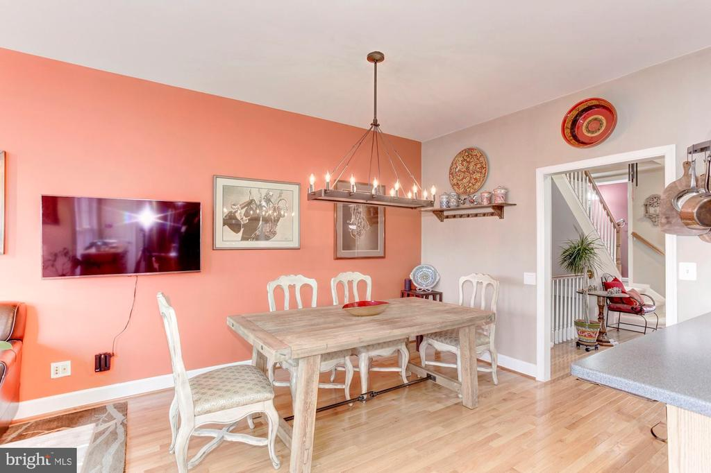 Cozy area to relax after work - 6393 HAWK VIEW LN, ALEXANDRIA
