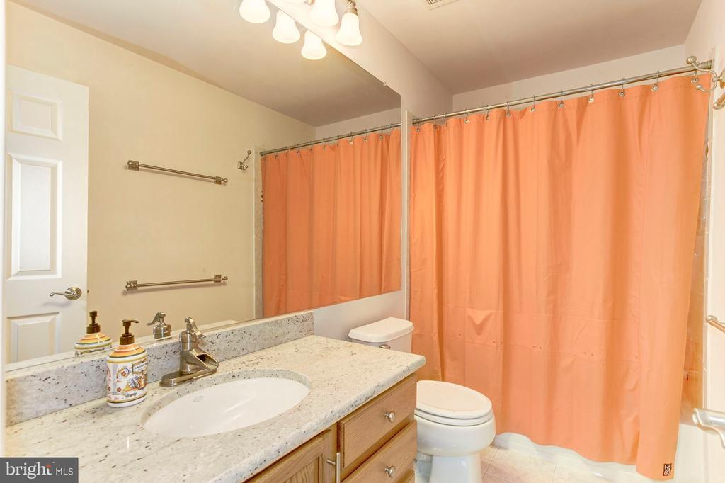 Additional full bathroom #2 - 6393 HAWK VIEW LN, ALEXANDRIA