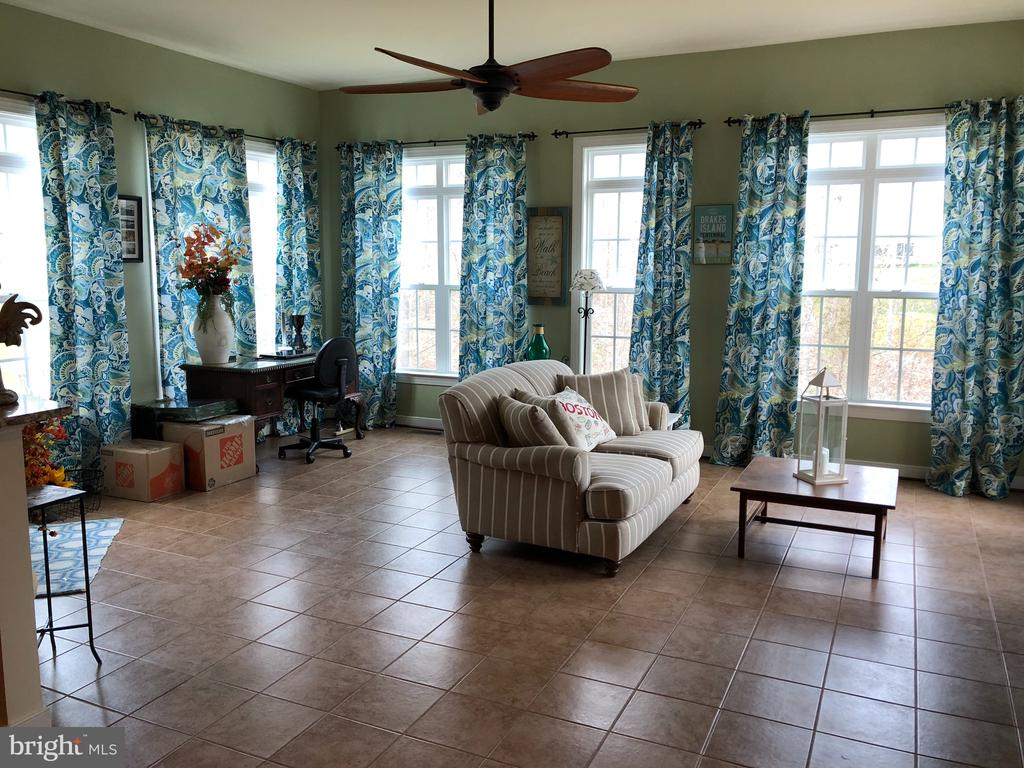 Large bright sun room. - 6 SCARLET FLAX CT, STAFFORD