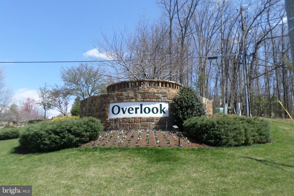 Sought-after Overlook -proud of ownership - 6393 HAWK VIEW LN, ALEXANDRIA