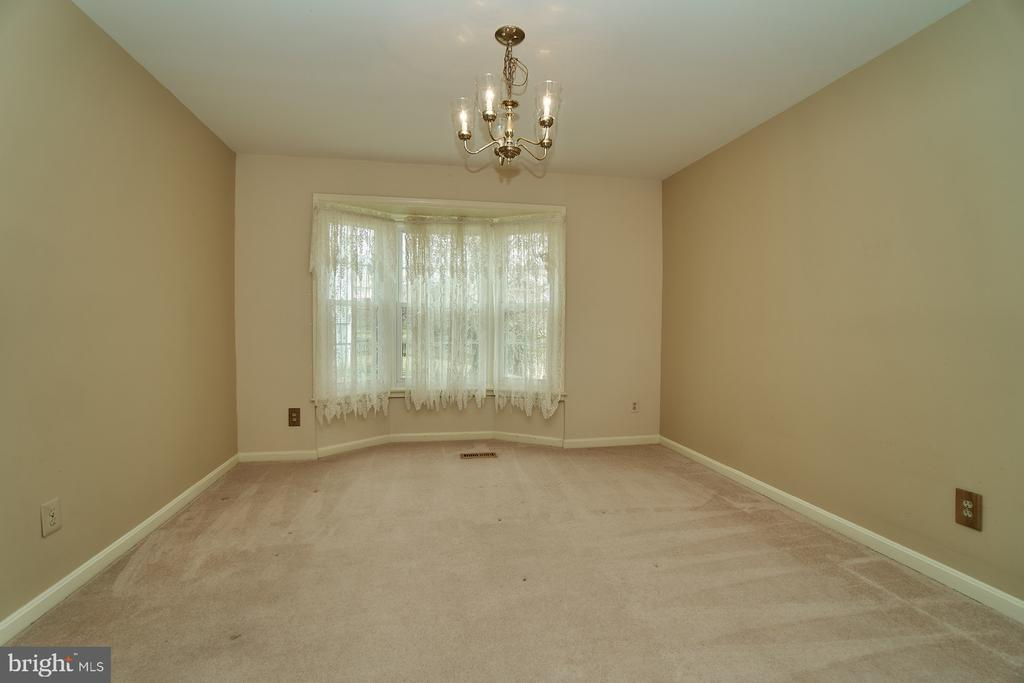 Separate Dining Room with Bay Window - 5537 BELLE POND DR, CENTREVILLE