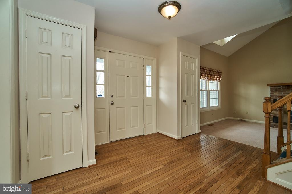 Foyer has hardwood flooring - 5537 BELLE POND DR, CENTREVILLE