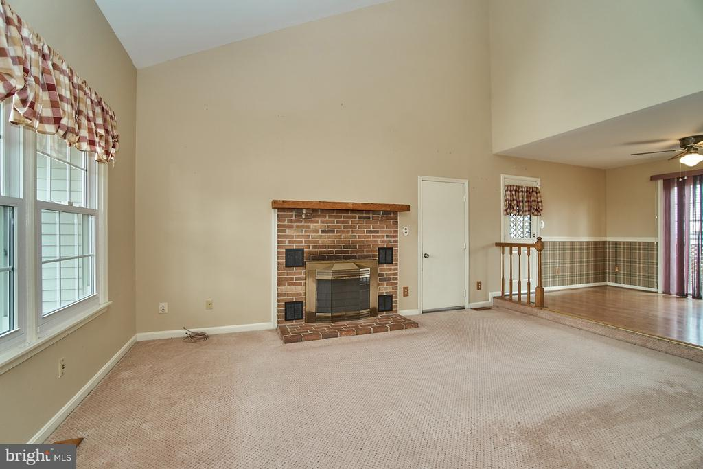 Family Room with Wood Burning Fireplace - 5537 BELLE POND DR, CENTREVILLE