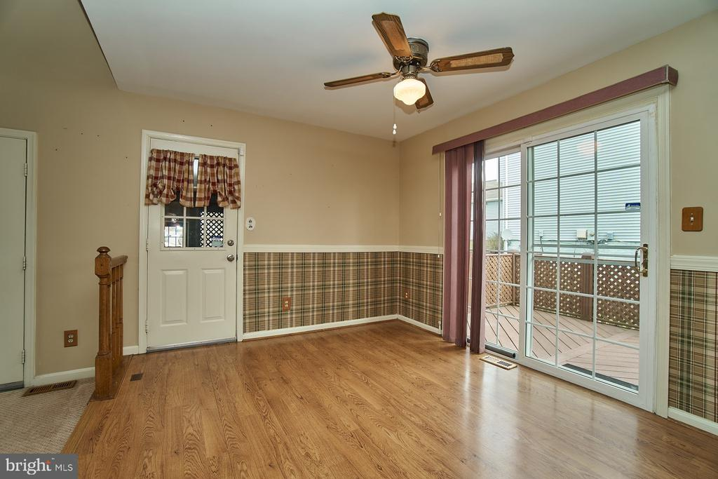 Large Breakfast Room - 5537 BELLE POND DR, CENTREVILLE