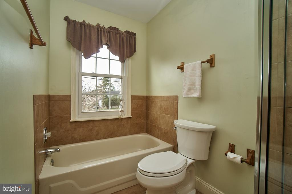 Master Bathroom - 5537 BELLE POND DR, CENTREVILLE