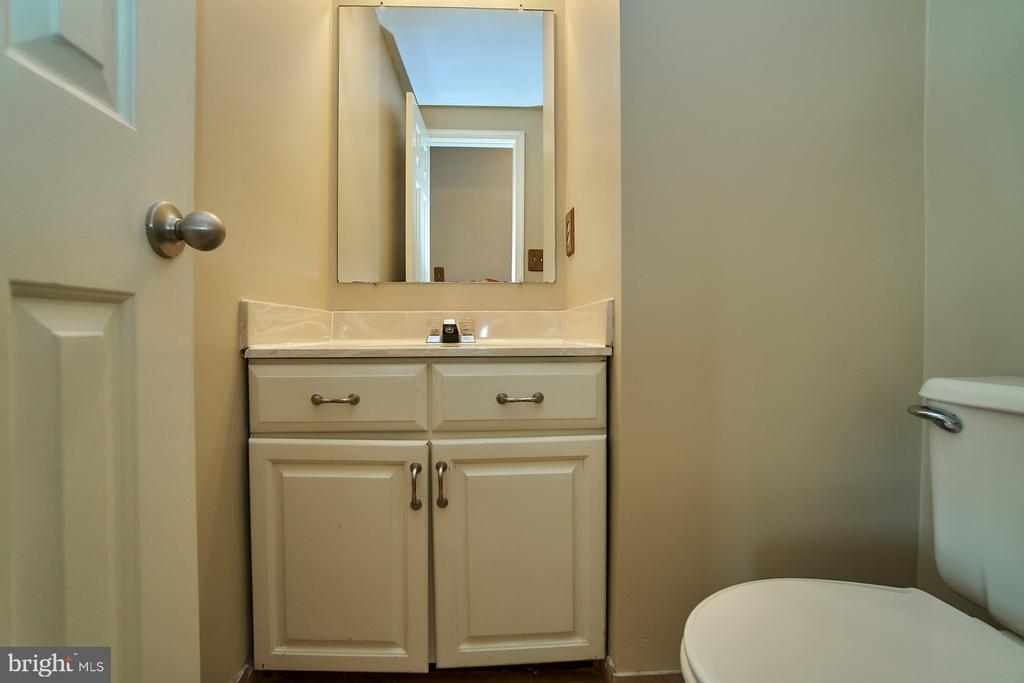 Main Level Powder Room - 5537 BELLE POND DR, CENTREVILLE