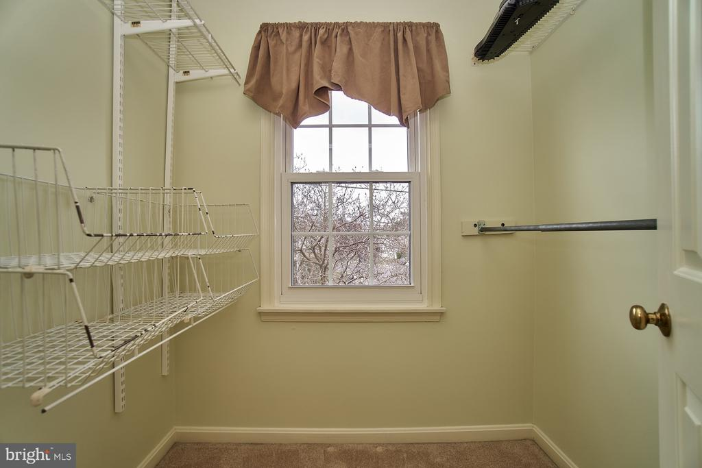 Master Walk-in Closet - 5537 BELLE POND DR, CENTREVILLE