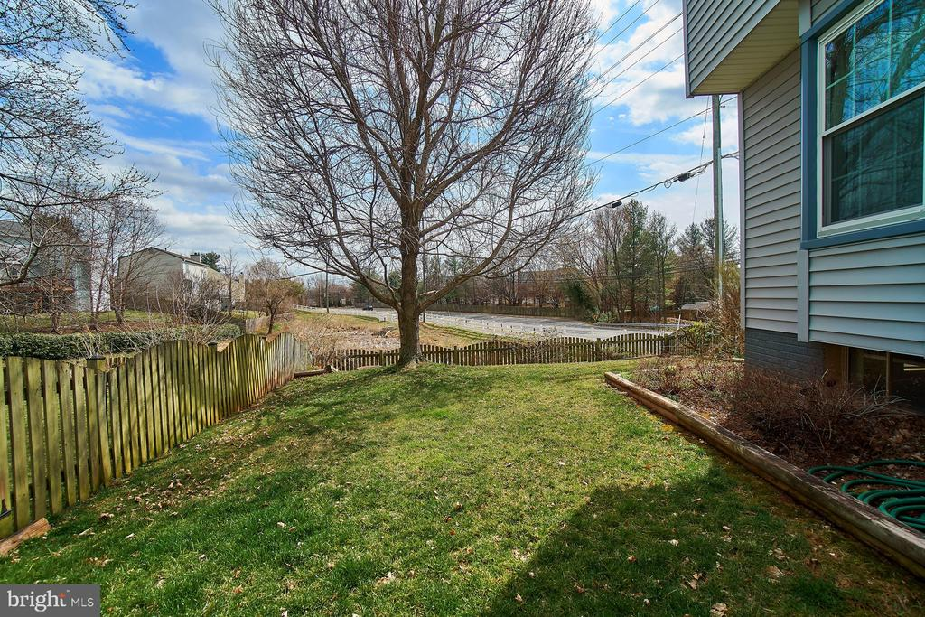 Rear Yard - 5537 BELLE POND DR, CENTREVILLE