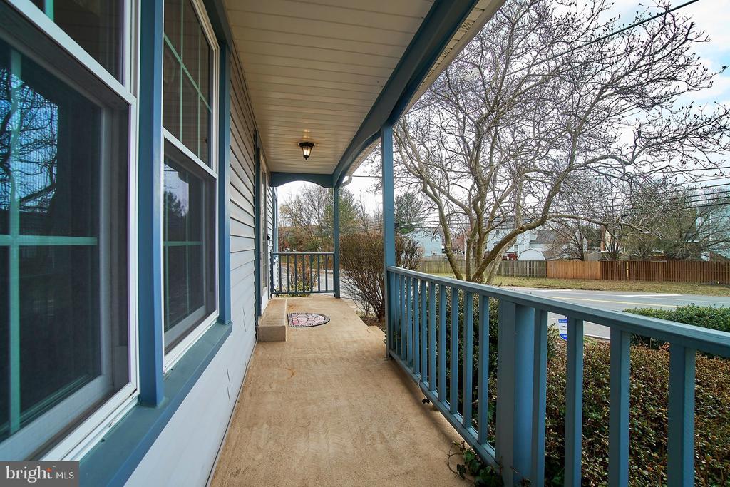 Front Porch - 5537 BELLE POND DR, CENTREVILLE