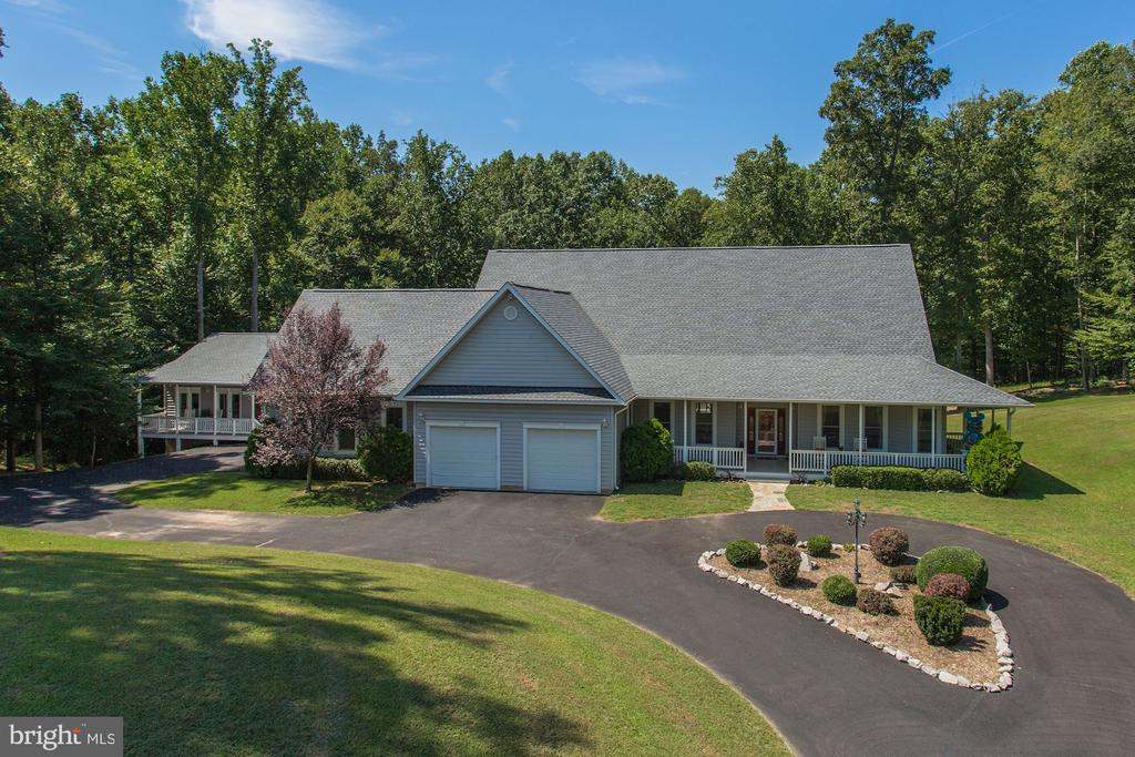 Custom built estate  on 2.97 acres - 6910 SCENIC POINTE PL, MANASSAS