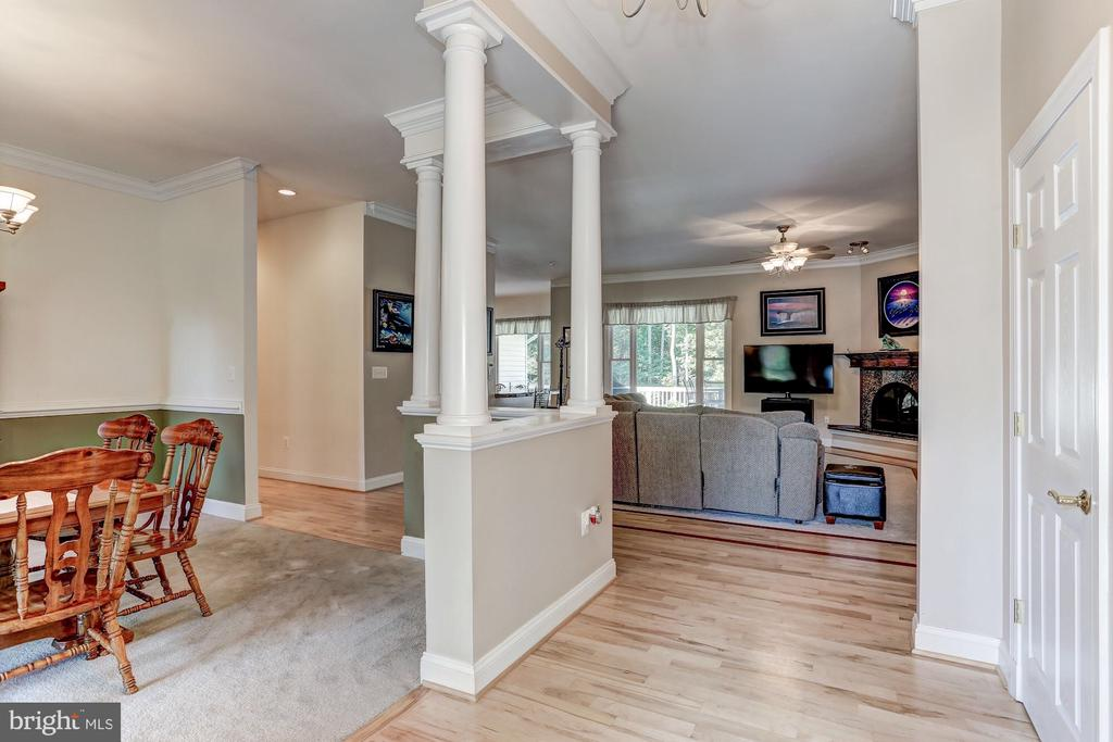 White maple flooring with mahogany inlay - 6910 SCENIC POINTE PL, MANASSAS