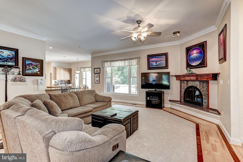 Cozy family room with fireplace. - 6910 SCENIC POINTE PL, MANASSAS