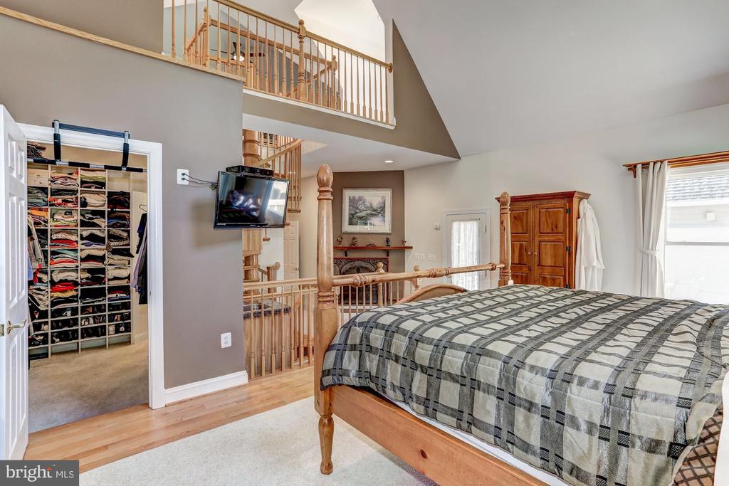 Master suite with loft - 6910 SCENIC POINTE PL, MANASSAS
