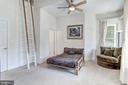 Bedroom suite 2 with loft - 6910 SCENIC POINTE PL, MANASSAS