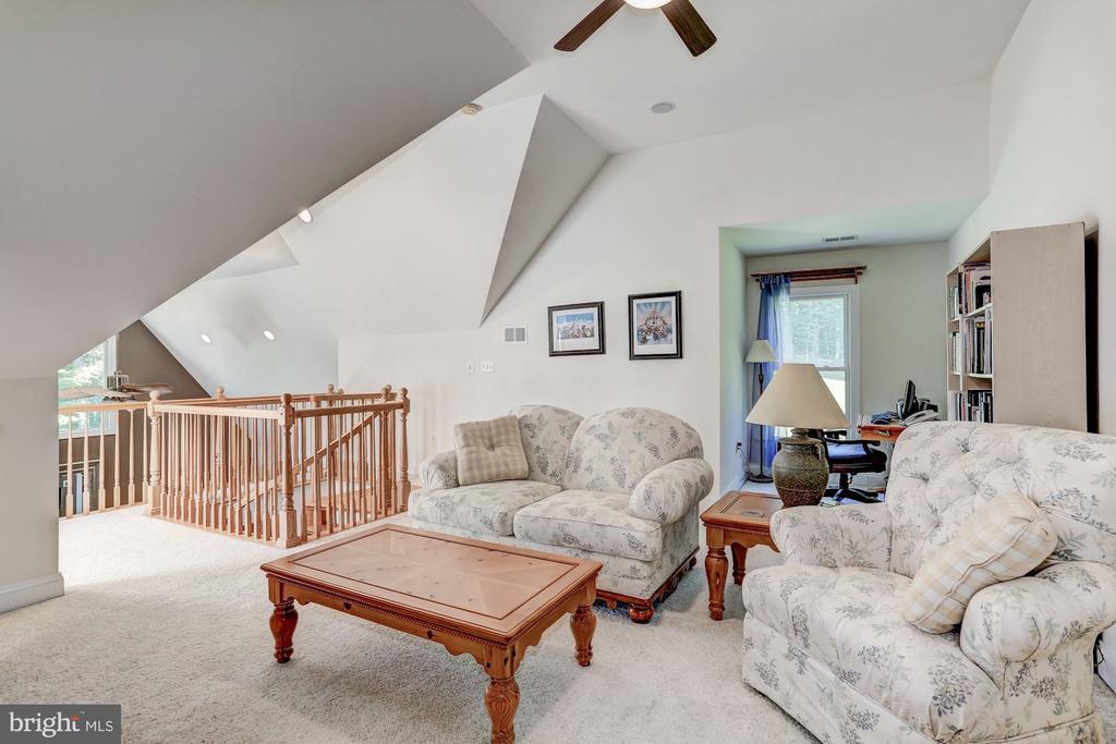 Master bedroom sitting area - 6910 SCENIC POINTE PL, MANASSAS