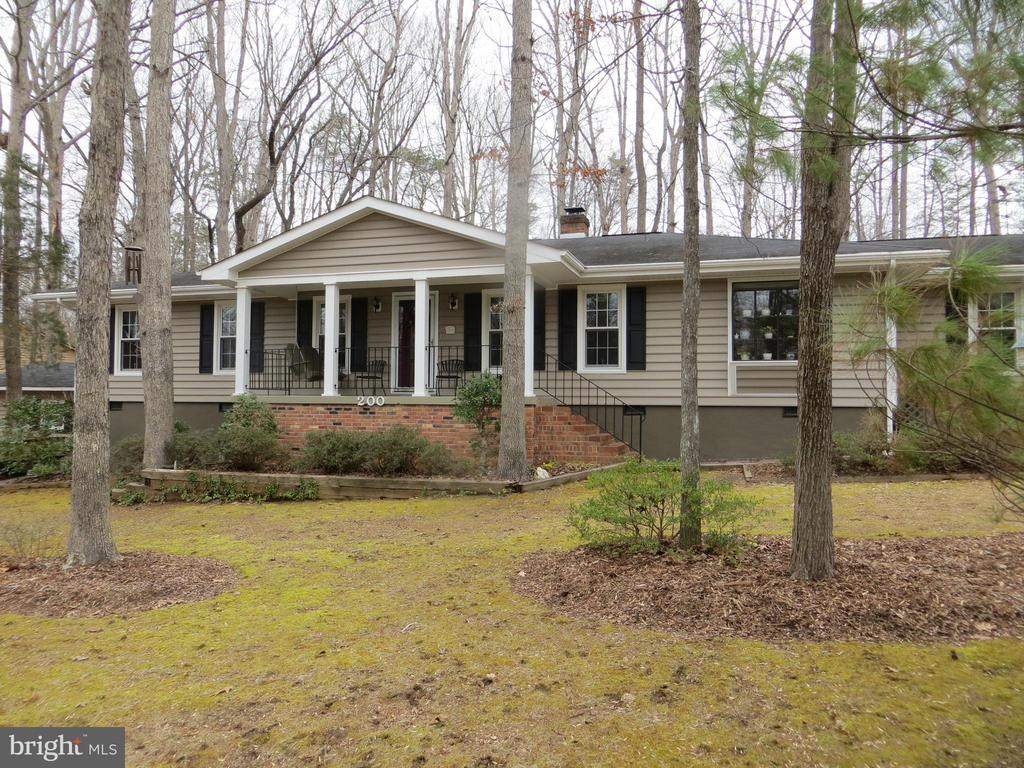 Sitting Pretty -Corner Location-Gem of an Opportun - 200 HAPPY CREEK RD, LOCUST GROVE
