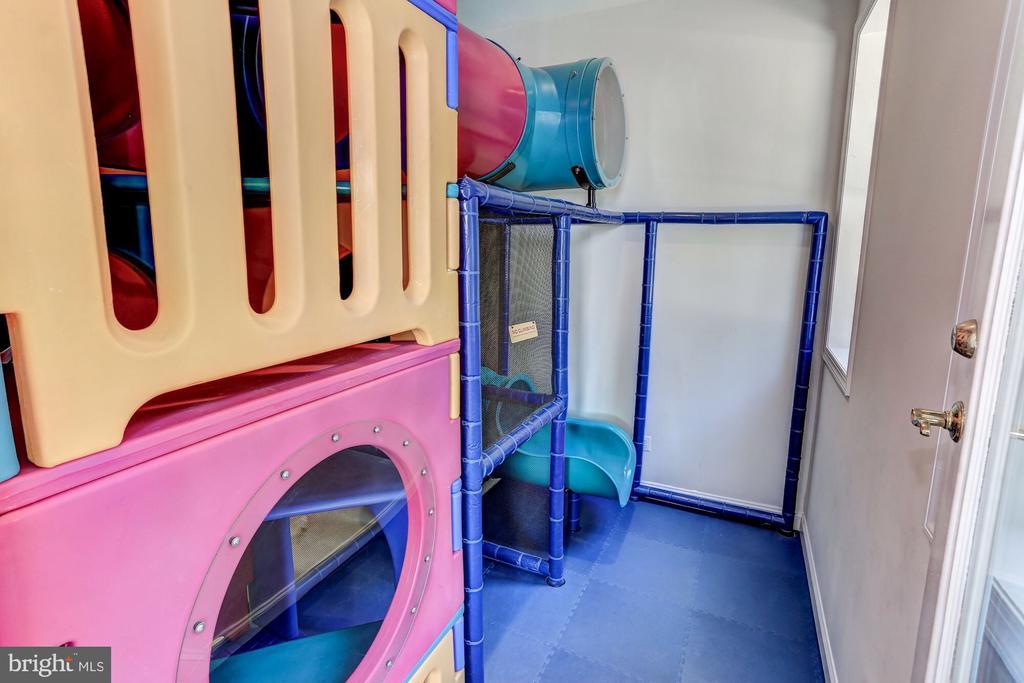 Tube room slide - 6910 SCENIC POINTE PL, MANASSAS