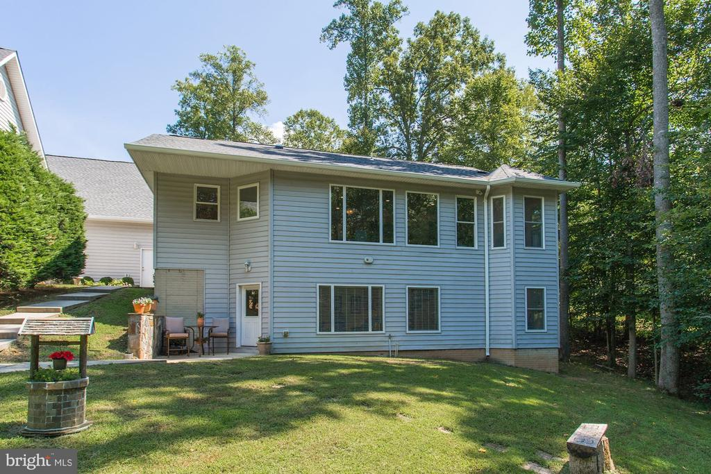 Backside of 2000sq ft guest house - 6910 SCENIC POINTE PL, MANASSAS