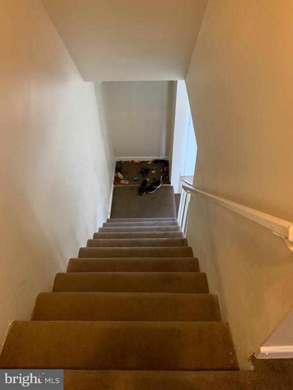 staircase - 237 IVANHOE CT, FREDERICKSBURG