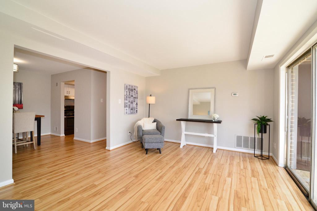 Spacious Living Area. - 11623 VANTAGE HILL RD #1A, RESTON