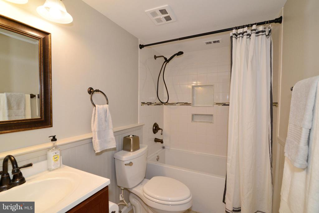 Remodeled Bathroom. - 11623 VANTAGE HILL RD #1A, RESTON
