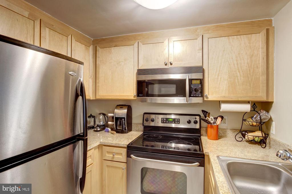 Stainless appliances and granite counters. - 1150 K ST NW #309, WASHINGTON