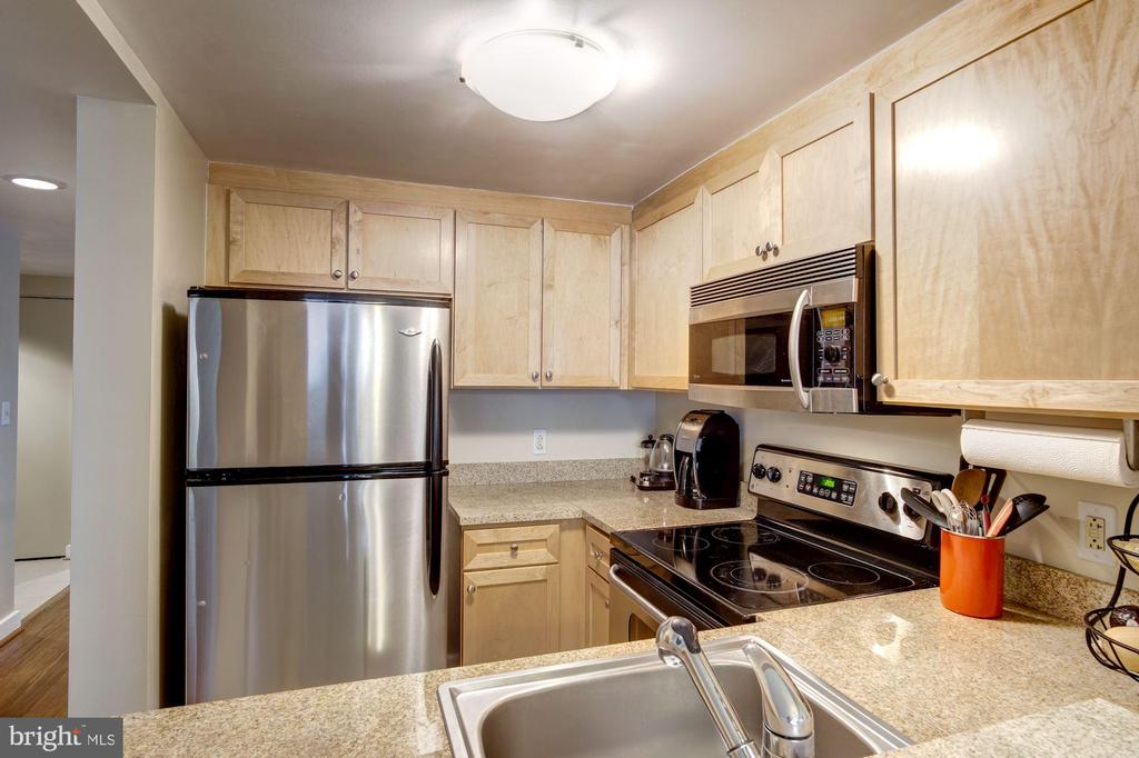 Ample counters and plenty of storage. - 1150 K ST NW #309, WASHINGTON