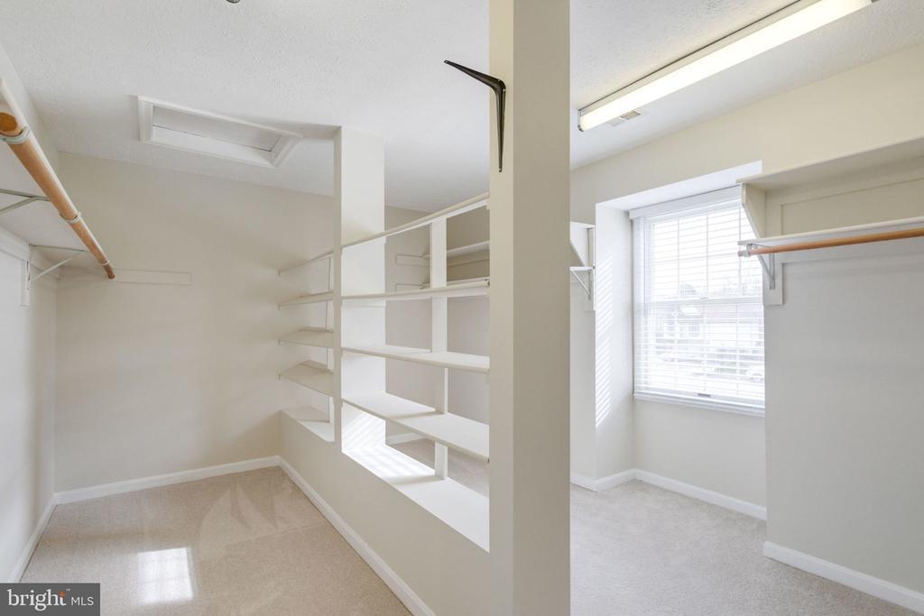 Huge closet /master bedroom - 6536 NOVAK WOODS CT, BURKE