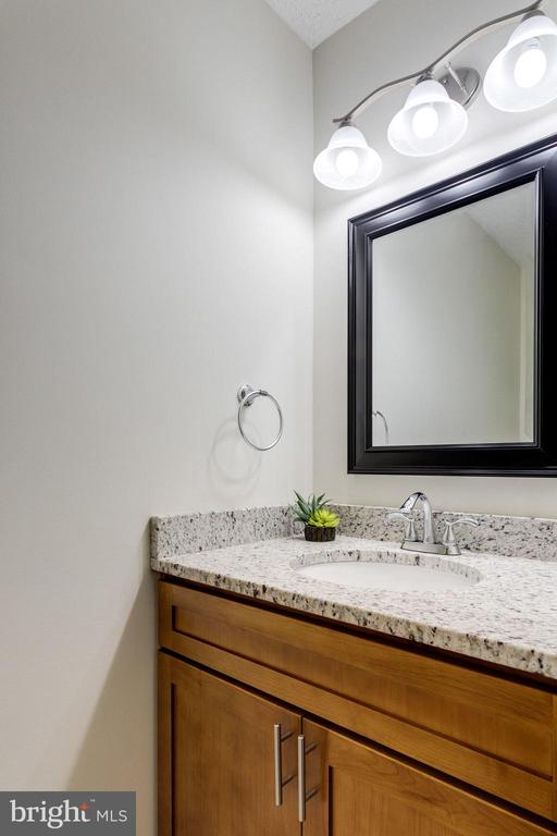 Updated /remodeled bath - 6536 NOVAK WOODS CT, BURKE