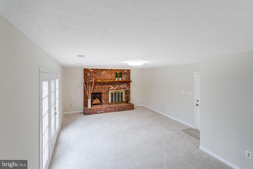 Family room w/wood fireplace & exit to Back yard. - 6536 NOVAK WOODS CT, BURKE