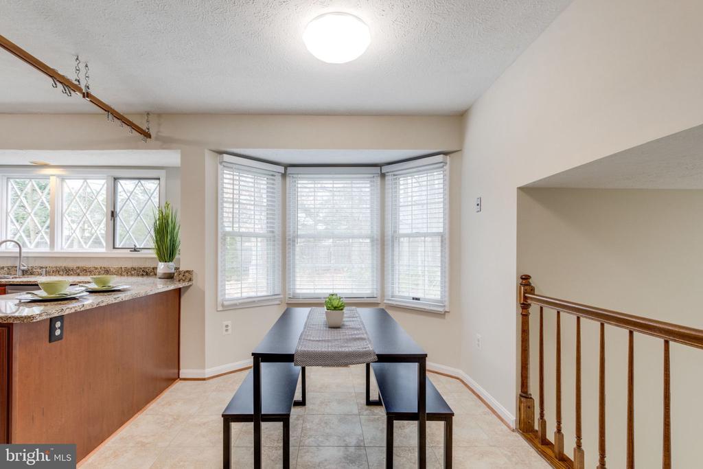 Breakfast area in the kitchen - 6536 NOVAK WOODS CT, BURKE